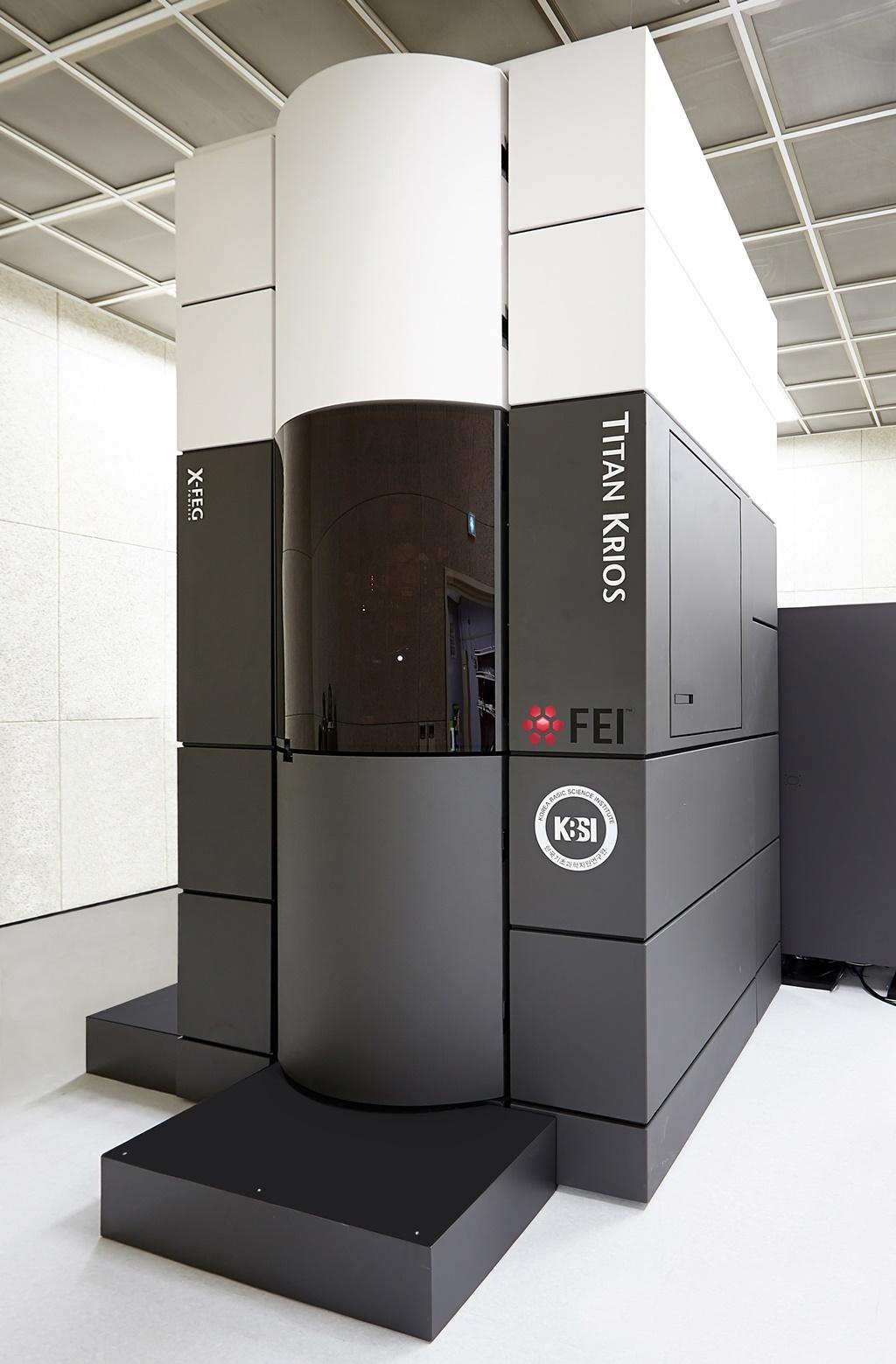 커넥신 단백질 3차원 구조 분석에 사용된 KBSI 초저온 투과전자현미경 시스템(Cryo-EM system) 장비 중 고분해능 바이오 투과전자현미경